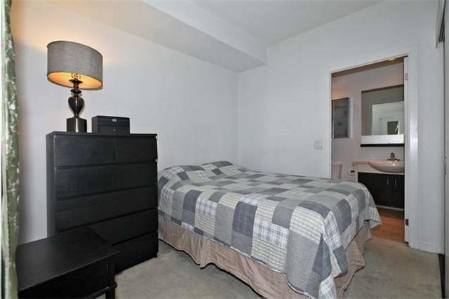 Condo Apartment at 218 Queens Quay W, Unit 1011, Toronto, Ontario. Image 4