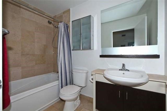 Condo Apartment at 218 Queens Quay W, Unit 1011, Toronto, Ontario. Image 5