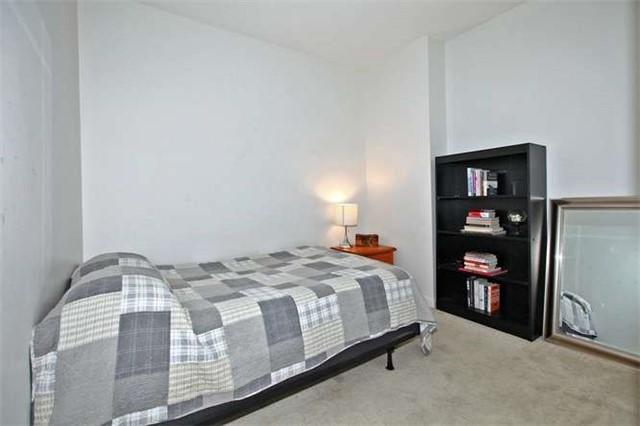 Condo Apartment at 218 Queens Quay W, Unit 1011, Toronto, Ontario. Image 6