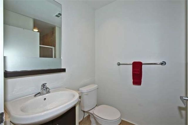 Condo Apartment at 218 Queens Quay W, Unit 1011, Toronto, Ontario. Image 7