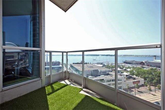 Condo Apartment at 218 Queens Quay W, Unit 1011, Toronto, Ontario. Image 9