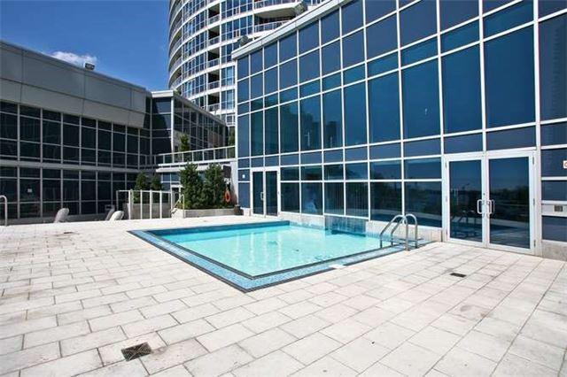 Condo Apartment at 218 Queens Quay W, Unit 1011, Toronto, Ontario. Image 10
