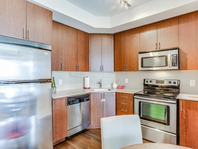 Condo Apartment at 560 Front St W, Unit 329, Toronto, Ontario. Image 2
