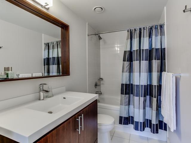 Condo Apartment at 560 Front St W, Unit 329, Toronto, Ontario. Image 5