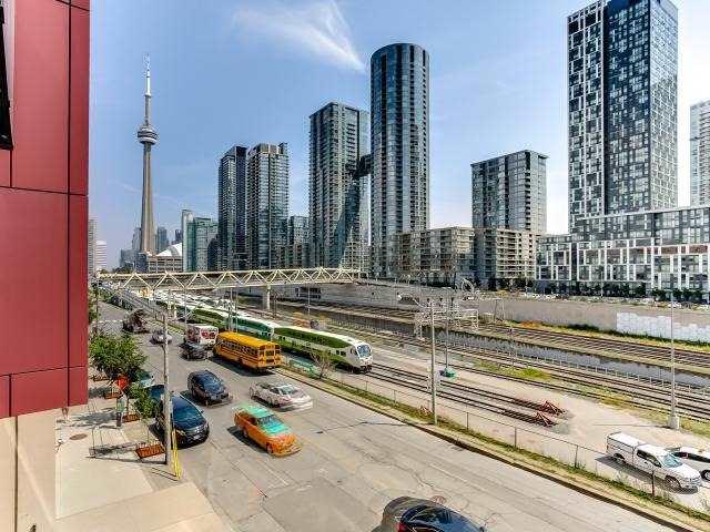 Condo Apartment at 560 Front St W, Unit 329, Toronto, Ontario. Image 8