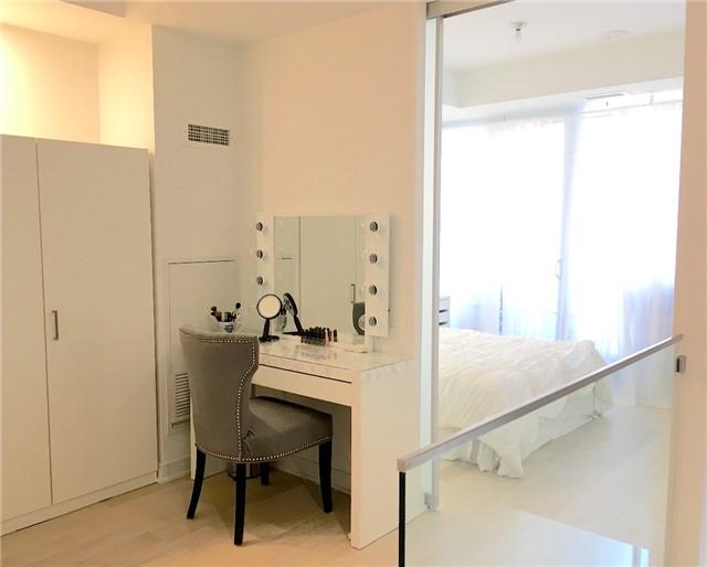 Condo Apartment at 57 St Joseph St, Unit 2011, Toronto, Ontario. Image 2