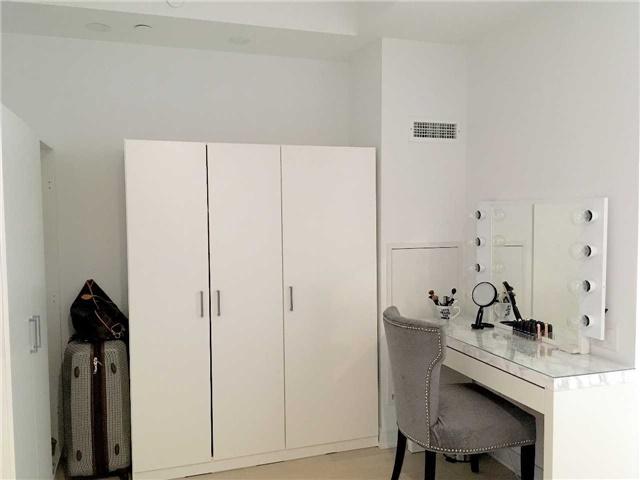 Condo Apartment at 57 St Joseph St, Unit 2011, Toronto, Ontario. Image 3