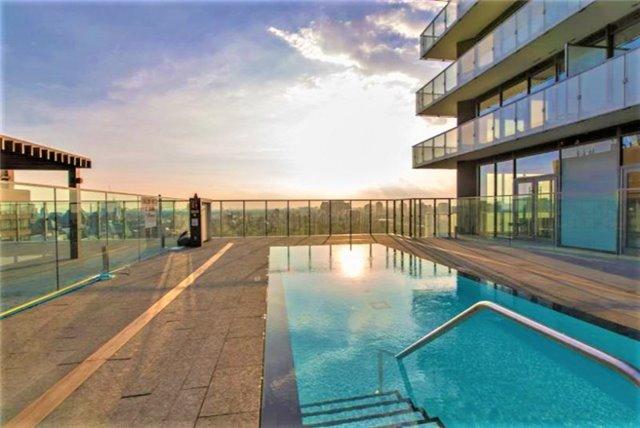 Condo Apartment at 57 St Joseph St, Unit 2011, Toronto, Ontario. Image 10