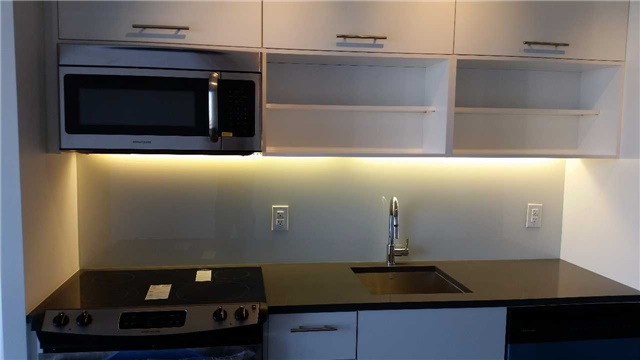 Condo Apartment at 32 Trolley Cres, Unit 722, Toronto, Ontario. Image 5