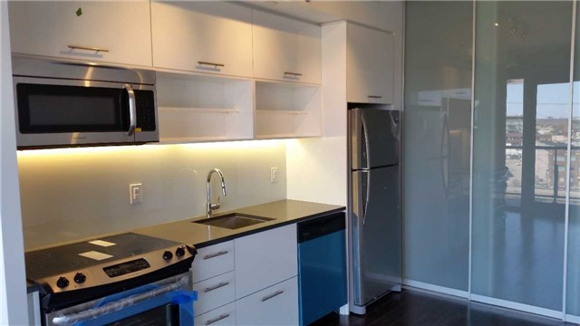 Condo Apartment at 32 Trolley Cres, Unit 722, Toronto, Ontario. Image 6