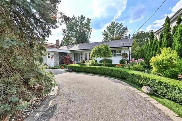 Detached at 27 Alamosa Dr, Toronto, Ontario. Image 12