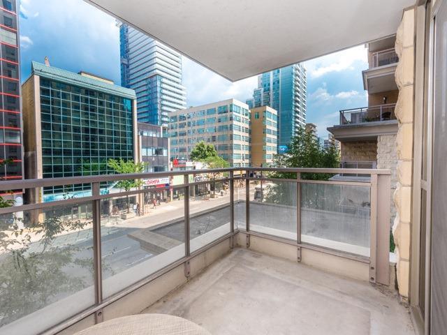 Condo Apartment at 123 Eglinton Ave E, Unit 313, Toronto, Ontario. Image 8