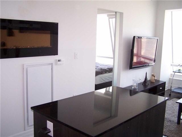 Condo Apartment at 8 The Esplanade, Unit 5106, Toronto, Ontario. Image 2