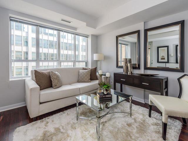 Condo Apartment at 140 Simcoe St, Unit 1310, Toronto, Ontario. Image 14