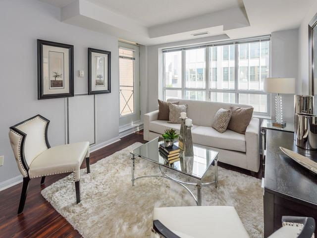 Condo Apartment at 140 Simcoe St, Unit 1310, Toronto, Ontario. Image 15