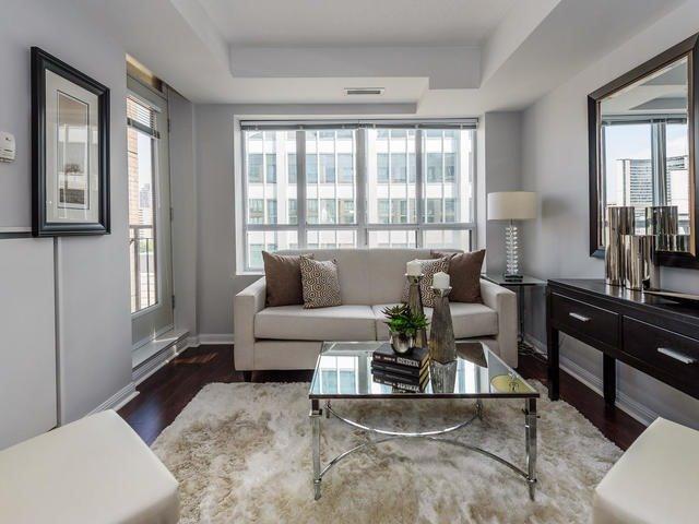 Condo Apartment at 140 Simcoe St, Unit 1310, Toronto, Ontario. Image 16