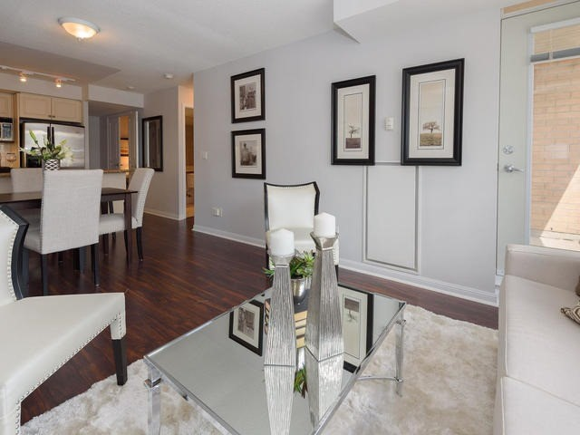 Condo Apartment at 140 Simcoe St, Unit 1310, Toronto, Ontario. Image 18