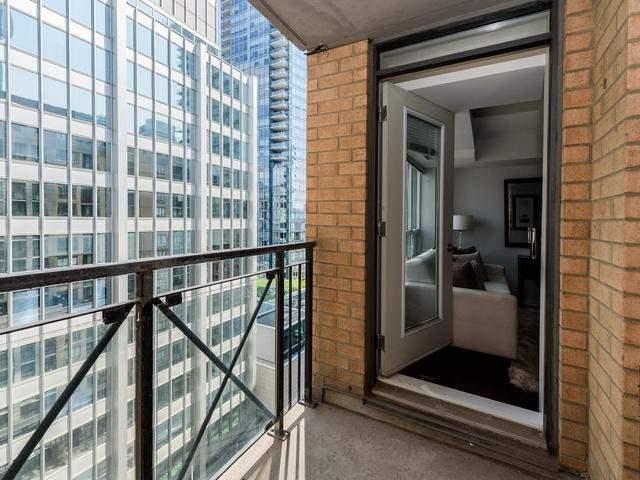 Condo Apartment at 140 Simcoe St, Unit 1310, Toronto, Ontario. Image 5