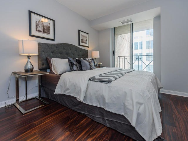 Condo Apartment at 140 Simcoe St, Unit 1310, Toronto, Ontario. Image 6