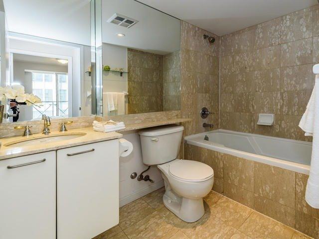 Condo Apartment at 140 Simcoe St, Unit 1310, Toronto, Ontario. Image 8