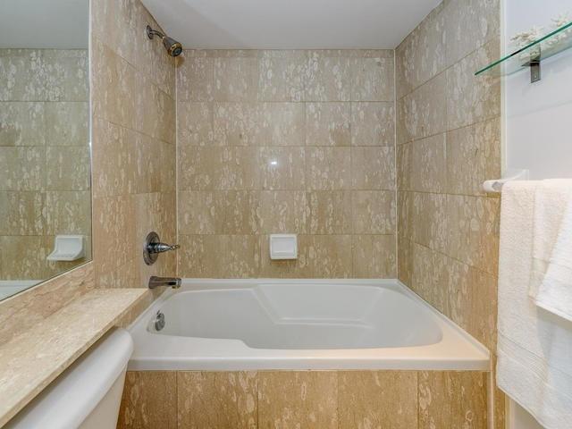 Condo Apartment at 140 Simcoe St, Unit 1310, Toronto, Ontario. Image 10