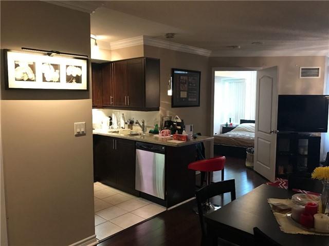 Condo Apartment at 2 Rean Dr, Unit 1013, Toronto, Ontario. Image 7