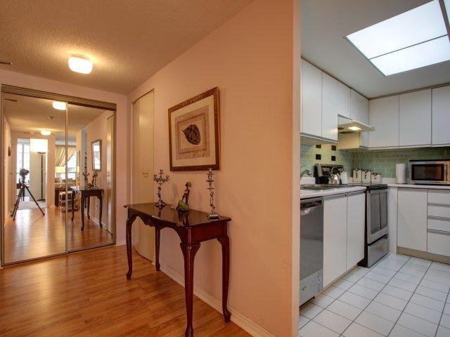 Condo Apartment at 5765 Yonge St, Unit 806, Toronto, Ontario. Image 16