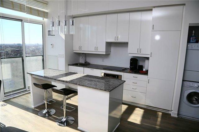 Condo Apartment at 426 University Ave, Unit 2002, Toronto, Ontario. Image 5