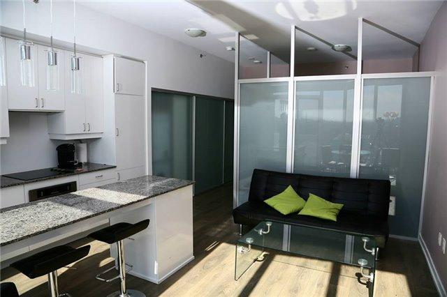 Condo Apartment at 426 University Ave, Unit 2002, Toronto, Ontario. Image 9