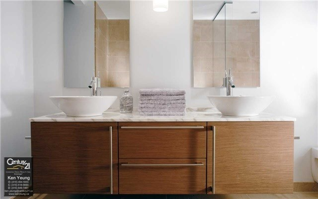 Condo Apartment at 180 University Ave, Unit 2807, Toronto, Ontario. Image 4