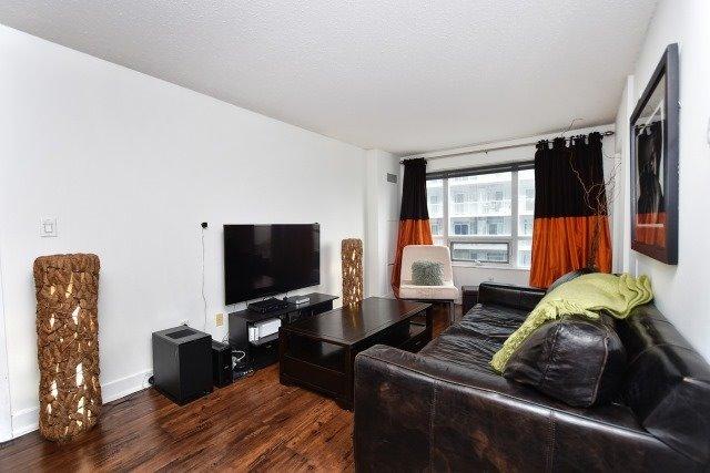 Condo Apartment at 20 Blue Jays Way, Unit 1403, Toronto, Ontario. Image 12