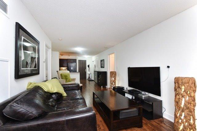 Condo Apartment at 20 Blue Jays Way, Unit 1403, Toronto, Ontario. Image 14