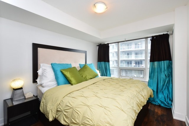 Condo Apartment at 20 Blue Jays Way, Unit 1403, Toronto, Ontario. Image 19