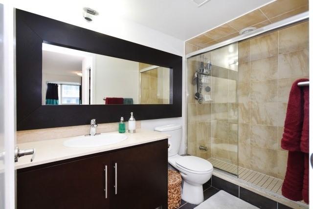 Condo Apartment at 20 Blue Jays Way, Unit 1403, Toronto, Ontario. Image 2