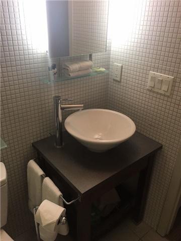 Condo Apartment at 8 Colborne St, Unit 2203, Toronto, Ontario. Image 9