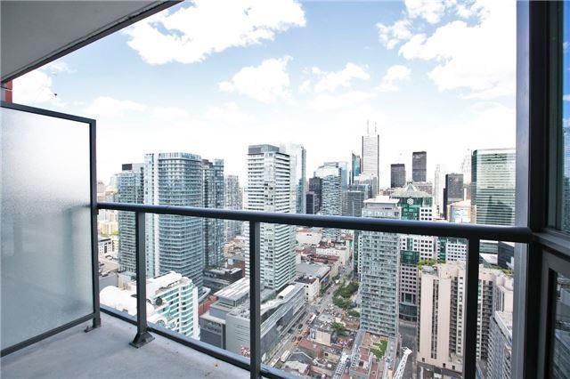 Condo Apartment at 88 Blue Jays Way, Unit 3903, Toronto, Ontario. Image 4