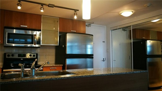 Condo Apartment at 38 Grenville St, Unit 1709, Toronto, Ontario. Image 4