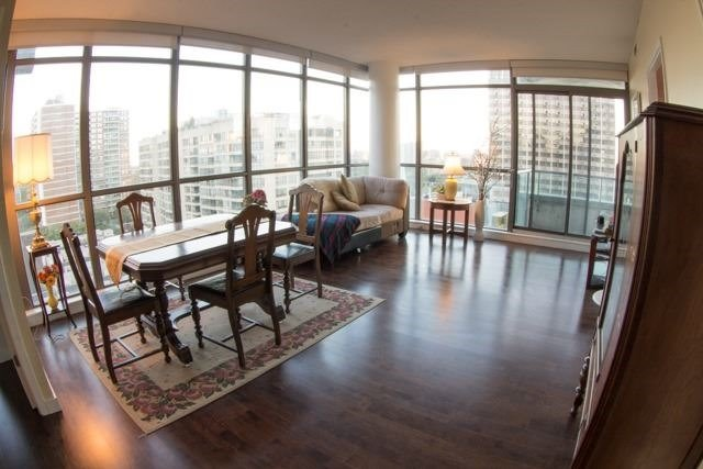 Condo Apartment at 281 Mutual St, Unit 1201, Toronto, Ontario. Image 11