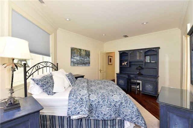 Detached at 2 Forest Glen Cres, Toronto, Ontario. Image 2