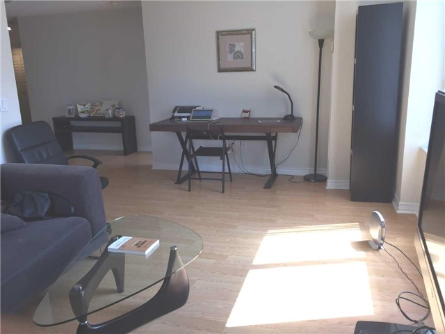 Condo Apartment at 18 Sommerset Way, Unit 806, Toronto, Ontario. Image 3