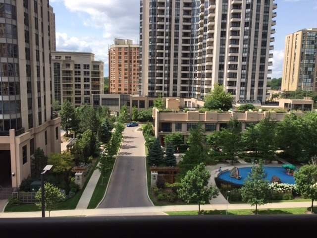 Condo Apartment at 18 Sommerset Way, Unit 806, Toronto, Ontario. Image 6