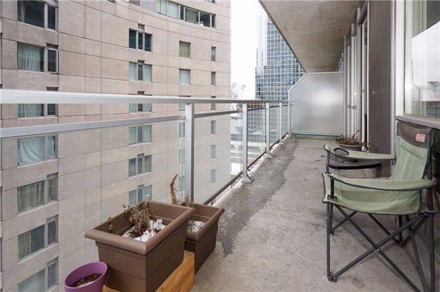Condo Apartment at 220 Victoria St, Unit 1505, Toronto, Ontario. Image 7