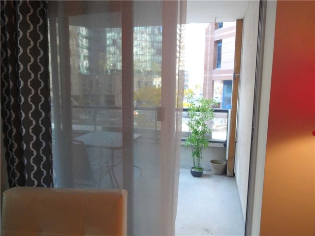 Condo Apartment at 801 Bay St, Unit 307, Toronto, Ontario. Image 2