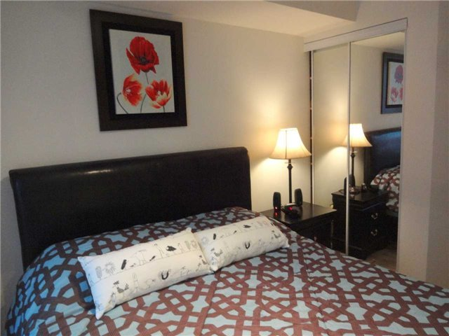 Condo Apartment at 801 Bay St, Unit 307, Toronto, Ontario. Image 4