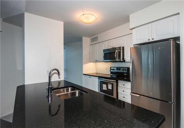 Condo Apartment at 19 Grand Trunk Cres, Unit 611, Toronto, Ontario. Image 4