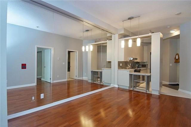 Condo Apartment at 111 Elizabeth St, Unit 106, Toronto, Ontario. Image 11