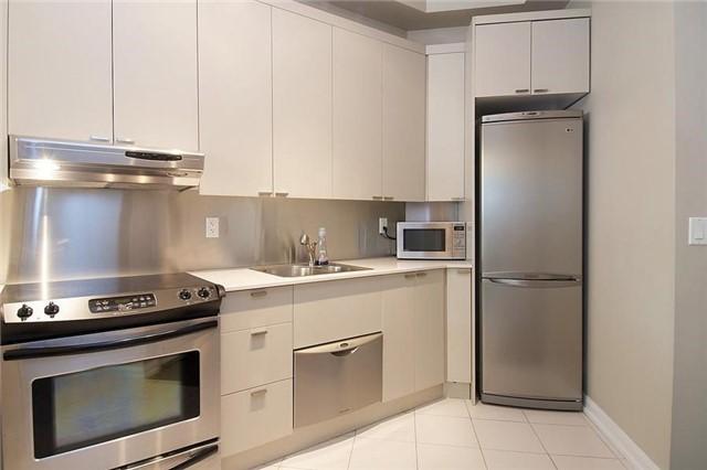 Condo Apartment at 111 Elizabeth St, Unit 106, Toronto, Ontario. Image 12