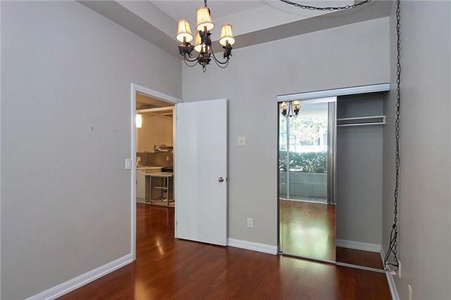 Condo Apartment at 111 Elizabeth St, Unit 106, Toronto, Ontario. Image 15