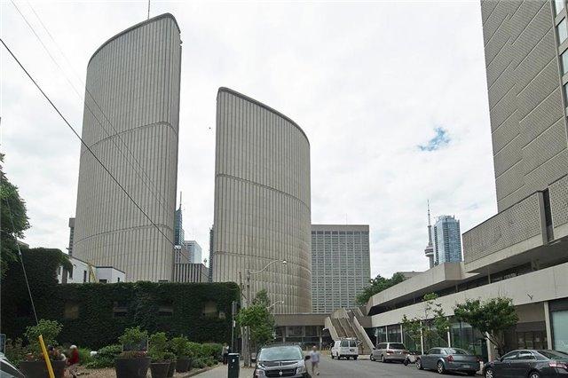 Condo Apartment at 111 Elizabeth St, Unit 106, Toronto, Ontario. Image 4