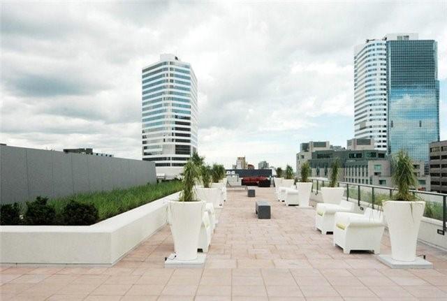 Condo Apartment at 111 Elizabeth St, Unit 106, Toronto, Ontario. Image 5